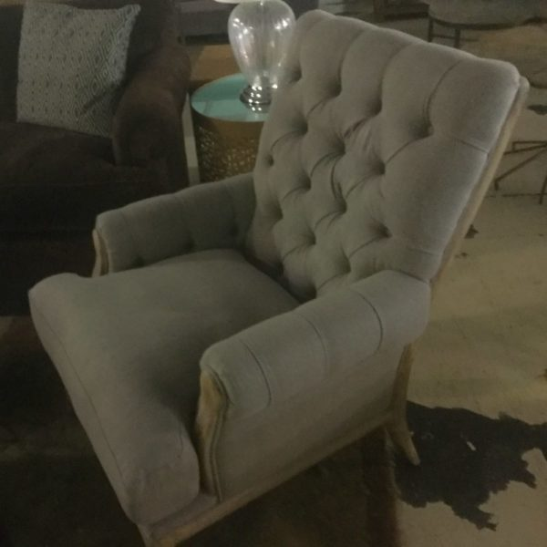 Aldina tufted chair