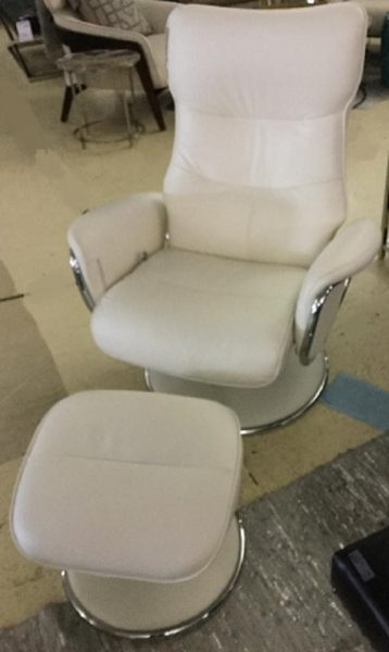 Blanco Leather Chair With Stool